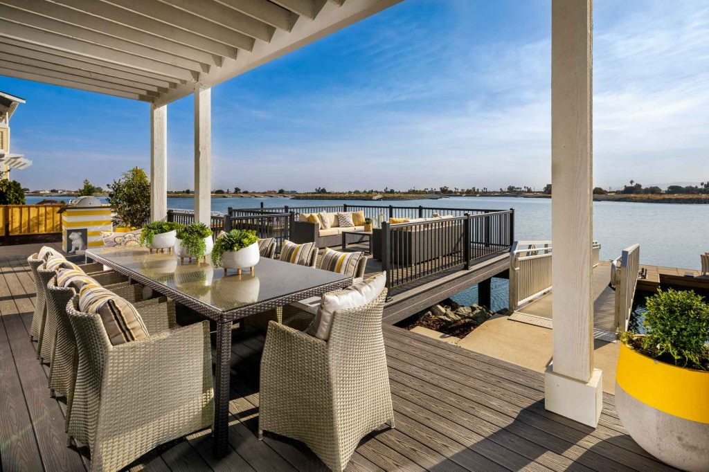 Delta-Coves-Edgewater_Outdoor-Room